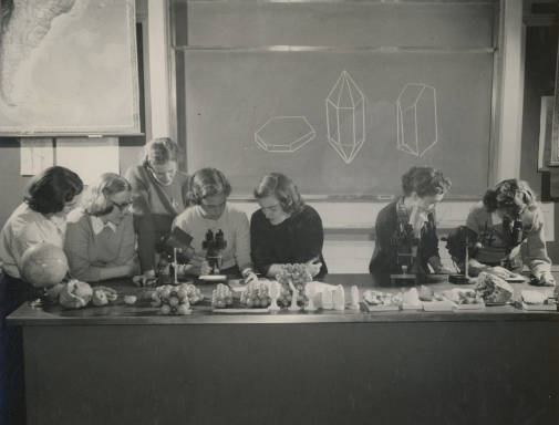 Photo of Bryn Mawr College students in Geology Lab circa 1940